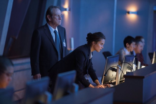 jason-bourne-2016-001-agency-suits-at-computer-terminals